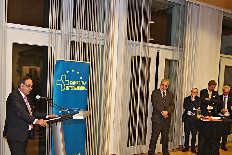 SAM.I. president Knut Fleckenstein addresses the audience, including Commissioner Stylianides, at the evening event.