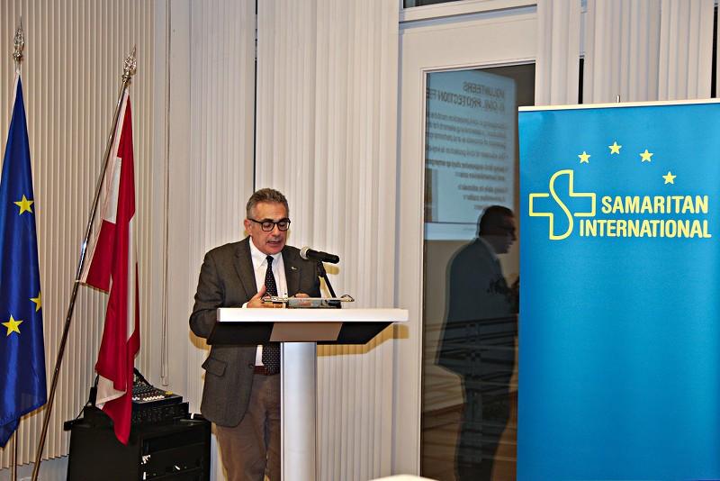 Dr. Fabrizio Pregliasco während seines Vortrags